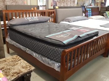 New Classic Brookhaven Maple Finish King Sleigh Bed