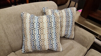Ashley Multiclored Geometric-Patterned Throw Pillows (set of 2)